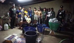ทหารบุกโรงงานแปรรูปกระท่อมที่ชุมพรพร้อมเปิดโต๊ะบอล พบบัญชีรายจ่ายให้ตำรวจ