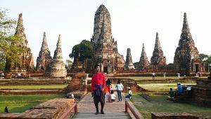 """อุทยานเมืองเก่า เอาใจคอละคร """"บุพเพสันนิวาส"""" จัดแต่งชุดไทย ชมวัดไชยวัฒนาราม"""
