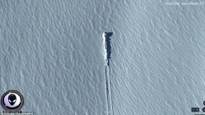 ว่าไปนั่น!!พบวัตถุปริศนาบนน้ำแข็งแถวขั้วโลกใต้ นักล่าเอเลี่ยนเชื่อเป็น'ยานแม่'โหม่งโลก(ชมคลิป)