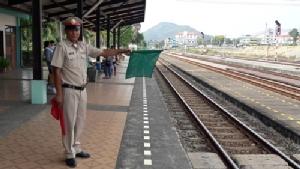 พร้อมแล้วสถานีรถไฟศรีราชา พร้อมรับขบวนรถไฟดีเซลรางส่งเสริมการท่องเที่ยว ตอ. (ชมคลิป)