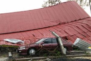 พายุฤดูร้อนถล่มอีสานอ่วม! บุรีรัมย์-เมืองช้าง บ้าน วัด รถยนต์พังยับ สัตว์เลี้ยงตายอื้อ