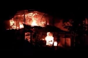 เพลิงเผาวอดบ้านพักครูโรงเรียนบ้านบางเทา จ.ภูเก็ต 2 หลัง คาดไฟฟ้าลัดวงจร