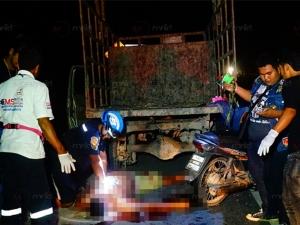 ไร้สัญญาณเตือน! รถจักรยานยนต์ชนท้ายรถบรรทุกไม้ยางจอดเสียริมทางเขาชัยสน เสียชีวิต 1 ราย