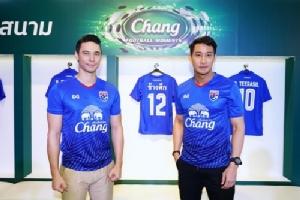 """""""ป้อง - มิ้นต์"""" ชวนคนไทยสวมเสื้อ #ช้างศึกเบอร์ 12 ร่วมส่งเสียงเชียร์ """"ทีมช้างศึก"""" ลงสนามฟาดแข้ง คิงส์คัพ ครั้งที่ 46"""