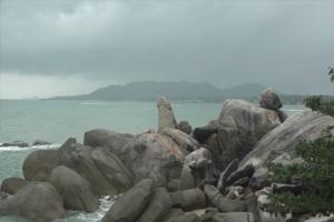 คนสมุยสุดทน!! แหม่มหื่นแก้ผ้าปีนป่ายหินตาหินยายสัญลักษณ์เกาะสมุย