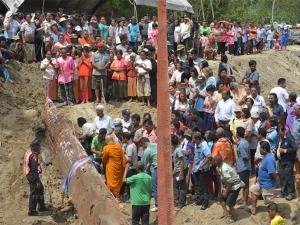 ทั้งหมู่บ้าน! ชาวบ้านพัทลุงทำพิธีบวงสรวงยกต้นตะเคียนอายุ 100 ปี เก็บรักษาไว้ในวัด