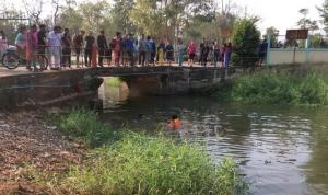 สลด! หนูน้อยวัย 12 ปีวิ่งเก็บบอลพลัดตกน้ำ เสียชีวิตก้นคลองหน้าโรงเรียน