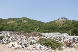 พ่อเมืองชลบุรีเร่งแก้ปัญหาขยะล้นเกาะล้าน ชี้พบแนวทางอยู่ในอำนาจสั่งการทันที