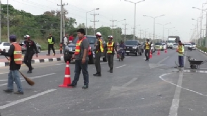 รถทีโอทีเสียหลักข้ามเกาะกลางชนรถกระเช้าไฟฟ้า และเกิดอุบัติเหตุซ้ำซ้อนบนถนนพหลโยธิน