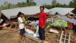 พายุถล่มบุรีรัมย์ ร.ร.พัง 3 แห่ง ชาวบ้านวิ่งหนีลูกเห็บหลบในบ้าน ซ้ำร้ายลมซัดบ้านพังทับเจ็บ 4 ราย