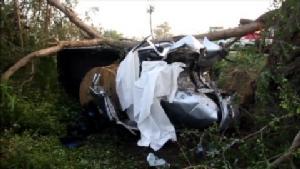 กระบะบรรทุกม้วนสายเคเบิ้ลซิ่งชนต้นไม้ข้างถนนอยุธยา ดับคาที่ 3 ราย