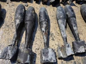 ผวากลางกรุง! เจอระเบิดฝึกบอมบ์ทางอากาศนับร้อย ขณะขุดดินก่อสร้าง คาดหลงเหลือยุคสงครามโลก-เวียดนาม(มีคลิป)
