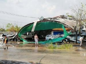 พายุฤดูร้อนถล่มซ้ำ จ.อุบลฯ หอประชุม อบต.เมืองเดชยุบพังเสียหาย