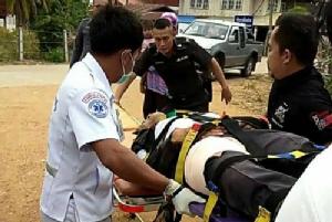 คนร้ายคลั่ง! ควงปืนยิง ตร.โคราชเข้าระงับเหตุเจ็บ 1 ผู้การฯ ส่ง นปพ.ปิดล้อมบ้านยังยิงต่อสู้ไม่หยุด