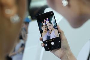 Vivo ชู V9 สมาร์ทโฟนพร้อมกล้อง AI ช่วยเซลฟี่ให้สวยขึ้น