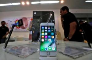 จากการพูดคุยกับผู้ผลิตหรือซัปพลายเออร์ของแอปเปิลหลายรายในเอเชีย ทุกรายพูดเป็นเสียงเดียวกันว่าแอปเปิลกำลังสำรวจและพัฒนา iPhone ด้วยหน้าจอที่สามารถพับตัวเอง