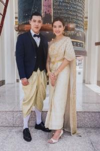 """""""หญิง รฐา """"ควงหนุ่มฮอต """"แกงส้ม ธนทัต"""" ตอบแทนแฟนคลับ D24 พาล่องเรือไหว้พระรอบเกาะรัตนโกสินทร์ ในธีมชุดไทย!!!"""