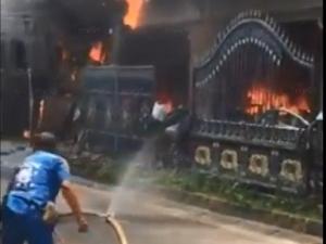 เกิดเหตุระเบิดและไฟไหม้โรงงานประตูอัลลอยหาดใหญ่พังยับ