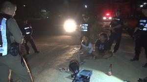 ไล่จับสองหนุ่มสาวบึ่ง จยย.หนีด่าน พบกลางวันปล่อยกู้-กลางคืนขายยาบ้า
