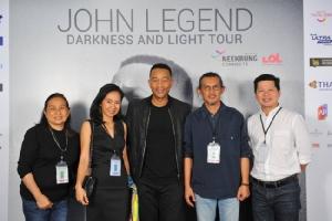 """JOHN LEGEND DARKNESS AND LIGHT TOUR"" เสียงกรี๊ดกระหึ่มฮอลล์อบอุ่นประทับใจแฟนเพลงชาวไทยฟินเกินร้อย!!"