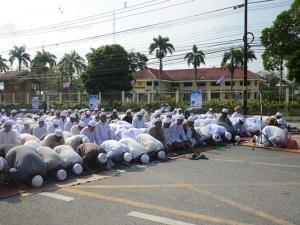 พลังมวลชนระแงะร่วมต่อต้านความรุนแรง จัดทำพิธี 2 ศาสนาขอสันติสุขสู่ชายแดนใต้