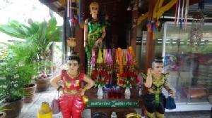 โจรแสบ! ไม่กลัวอิทธฤทธิ์เจ้าแม่ตะเคียน ย่องขโมยชุดแก้บนกว่า 30 ชุด ขายรับกระแสนิยมชุดไทย