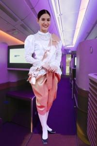 นางฟ้าออเจ้า! การบินไทยจัดพนักงานแต่งชุดไทยต้อนรับผู้โดยสารช่วงสงกรานต์