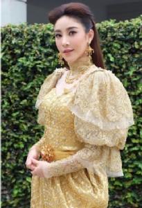 """""""แตงโม นิดา"""" งดงามเจิดจรัสสุดๆ กับชุดไทยซีนแรก"""