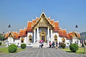 """สงกรานต์เบิกบาน นั่งรถฟรีปีใหม่ไทย """"ไหว้พระ 10 วัด"""" กทม. เสริมสิริมงคล"""
