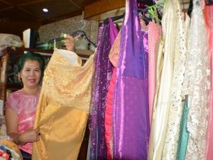 กระแสละครดัง! คนไทยใต้สุดแดนสยามแห่ซื้อชุดไทยเตรียมสวมใส่เล่นน้ำสงกรานต์