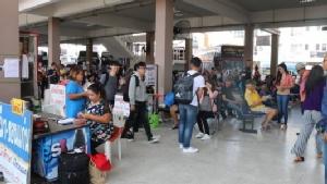 ประเดิมวันแรกกลับฉลองปีใหม่ไทย สถานีขนส่ง-สนามบินขอนแก่นแน่นทะลัก