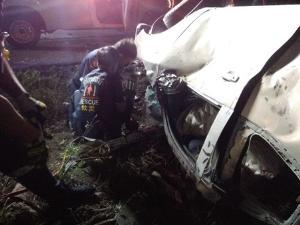 สลด หนุ่มอุทัยฯ ซิ่งกระบะป้ายแดงชนรถพ่วง ดับคาซากศพแรก 7 วันอันตราย