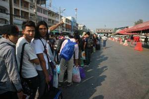 เกือบแสนแล้ว แรงงานพม่าแห่กลับฉลองสงกรานต์บ้านเกิด คาดมีตกค้างอีกนับหมื่น