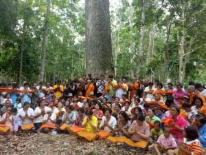 ชาวท่าชนะ จ.สุราษฎร์ธานี ร่วมบวชต้นไม้อายุกว่า 300 ปี อนุรักษ์ป่าชุมชน เดินตามรอยเท้าพ่อ