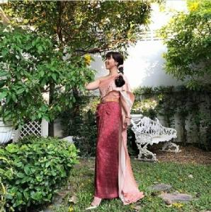 ตระการตาออเจ้า! เซเลบแห่แต่งชุดไทย สวยสง่า เข้ากระแสไทยฟีเวอร์