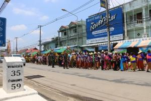 """หนึ่งเดียวในไทย! ชาวลานกระบือ """"แห่พระด้วยเกวียนวันสงกรานต์"""" สานประเพณีเก่าแก่"""
