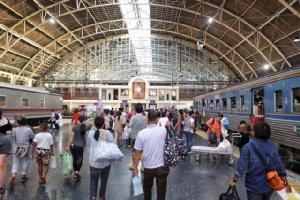 ภาพบรรยากาศสถานีรถไฟหัวลำโพง ประชาชนทยอยกลับ กทม.อย่างคึกคัก