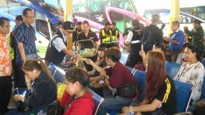 ขนส่งนครพนมเพิ่มรถโดยสารเท่าตัว   รองรับผู้ประชาชนเดินทางกลับกรุงเทพฯ