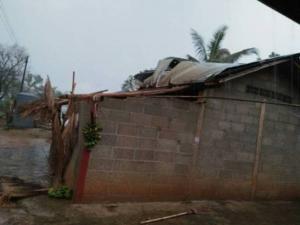 อ่วม 5 อำเภอ พายุฤดูร้อน-ลูกเห็บถล่มเชียงราย บ้านเรือนพังเพียบ