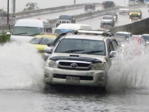 พายุฤดูร้อน มาตามคาด 17-18 เม.ย. กรุงเทพฯ ฝนตกหนัก น้ำท่วมขัง