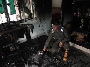 วอนช่วยด่วน! ไฟไหม้บ้าน 3 หลังรวด 3 พี่น้องชาวแม่ระมาด เหลือแต่ตัว