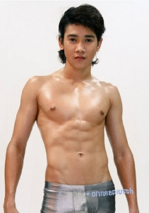 """""""ก็อต จิรายุ"""" จากเด็กก๊องแก๊งสู่นักแสดงหนุ่มสุดเข้ม!"""