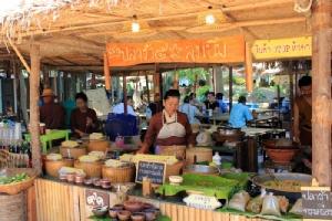 """""""ตลาดไทยย้อนยุคบ้านระจัน"""" แชะ ชอป ชิม ชิล แบบย้อนยุค"""