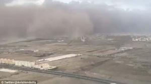 สุดสะพรึง! ภาพถ่ายจากแอร์บัส บินฝ่าพายุทรายมหึมาลงจอดในซาอุฯ (ชมคลิป)
