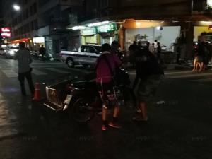 เก๋งเสียหลักพุ่งชนร้านอาหารกลางเมืองหาดใหญ่ระเนระนาด ลูกค้าเจ็บสาหัส 2 ราย