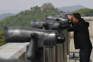 """นาทีประวัติศาสตร์! ผู้นำเกาหลีใต้จะพบ """"คิม"""" ที่เส้นแบ่งเขตทหารชายแดน ก่อนเปิดประชุมซัมมิตพรุ่งนี้"""