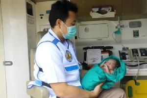 สาวอุดรฯ ท้องแรกคลอดทารกในห้องน้ำ โชคดีปลอดภัยทั้งแม่และลูก