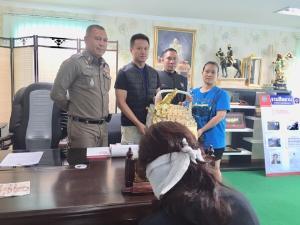 ตำรวจพัทยารวบป้ามหาภัย ดอกลักเงินแม่ค้าตลาดวัดชัยฯ สารภาพติดหนี้เงินกู้นอกระบบ