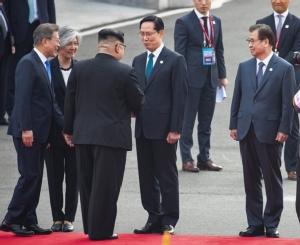 "UpDate: จีนแถลงชื่นชมซัมมิต ""คิม-มุน"" พบลงมือปลูกต้นสนมิตรภาพปี 1953 ร่วมกัน ก่อนลงนามแถลงการณ์ร่วมปิดการประชุม"