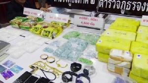 """ตร.ชลบุรีโชว์ผลงาน รวบเอเย่นต์ยาเสพติดเครือข่าย """"สุรชัย เงินทองฟู"""" ยึดของกลางกว่า 100 ล้าน"""